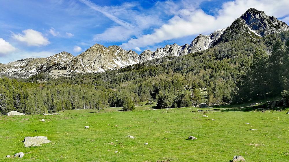 vista del Estall Serrer durante un paseo con un guia de montaña