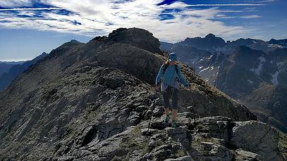 Vista de la cresta del Enrodat durante la salida con un guia de montaña de Andorra