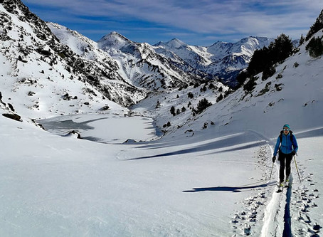 Esqui de travesía por Tristaina con un guía de montaña