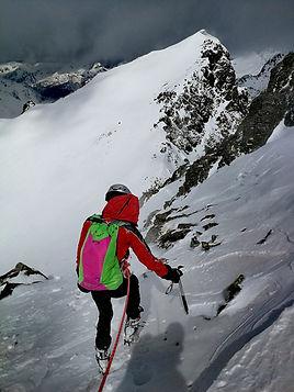 Descente du sommet du coma de Pedrosa avec un guide de montagne
