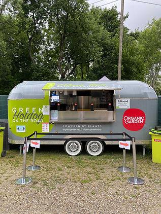 Food Trailer mit Green Hotdog auf dem Sommer Tollwood