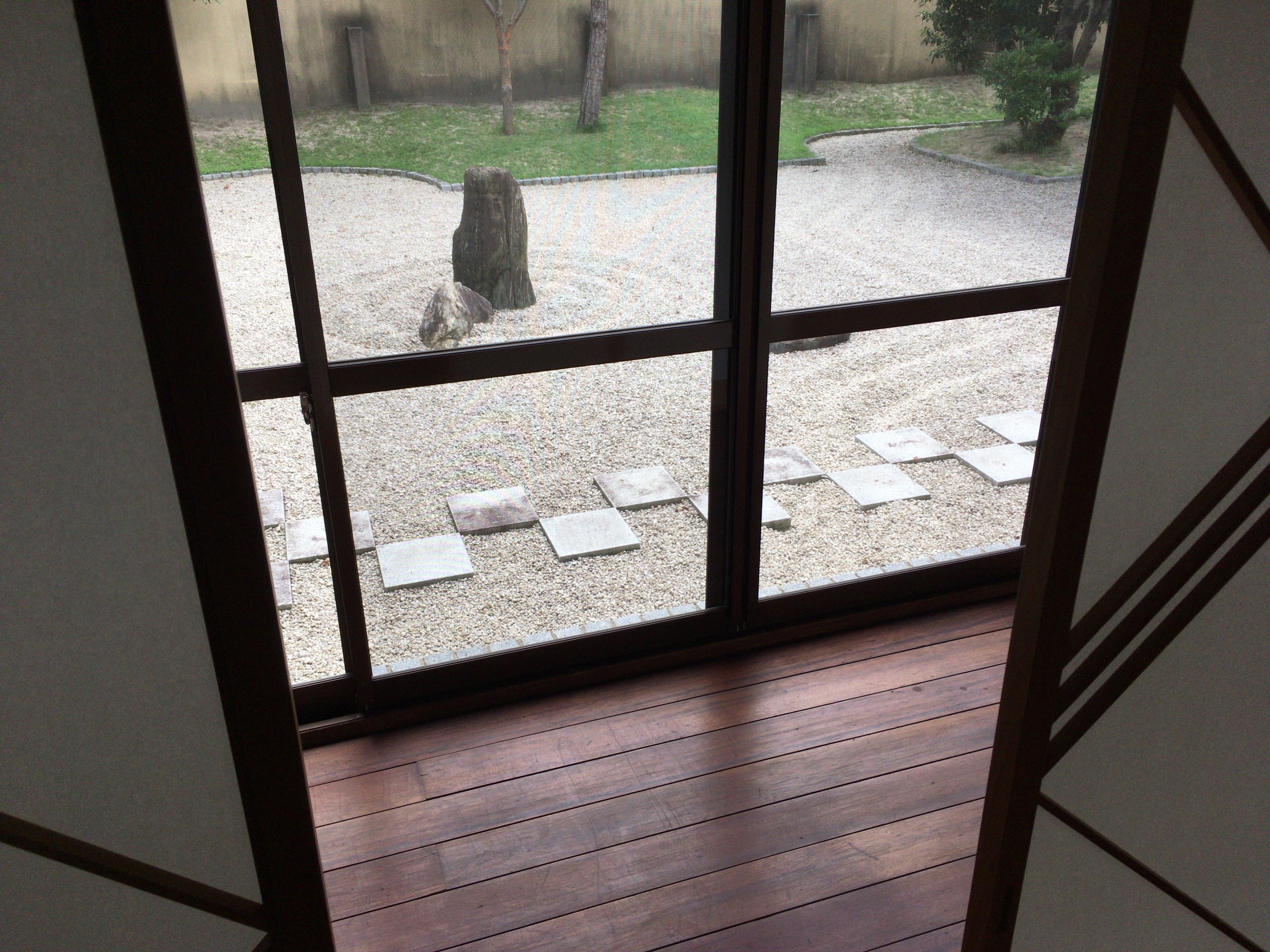 吉田泉殿会議室外