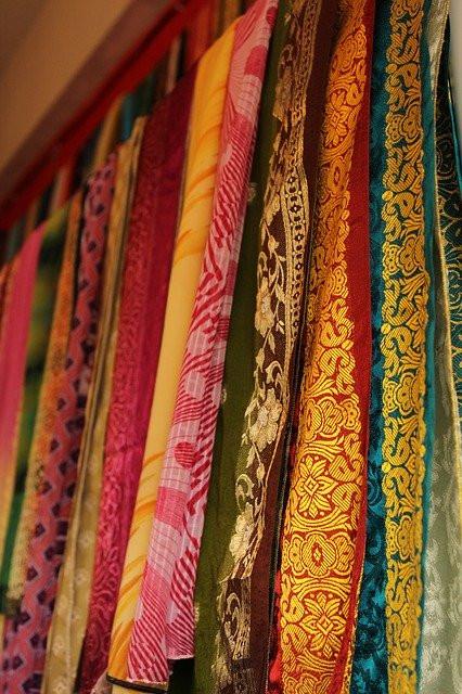indian-767880_640 saris.jpg
