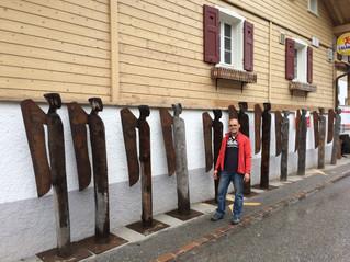Schutzengel vom Bildhauer Andreas Hofer zu Besuch in Fanas