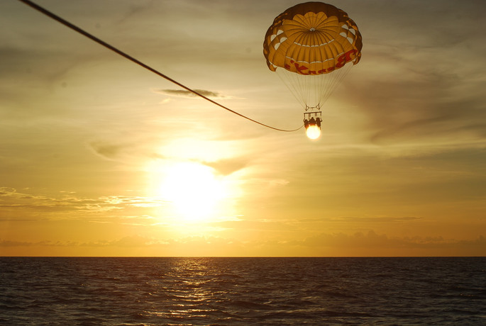 #19 - CURIOSITA'...PARASAILING & NUNGWI BEACH, Zanzibar!