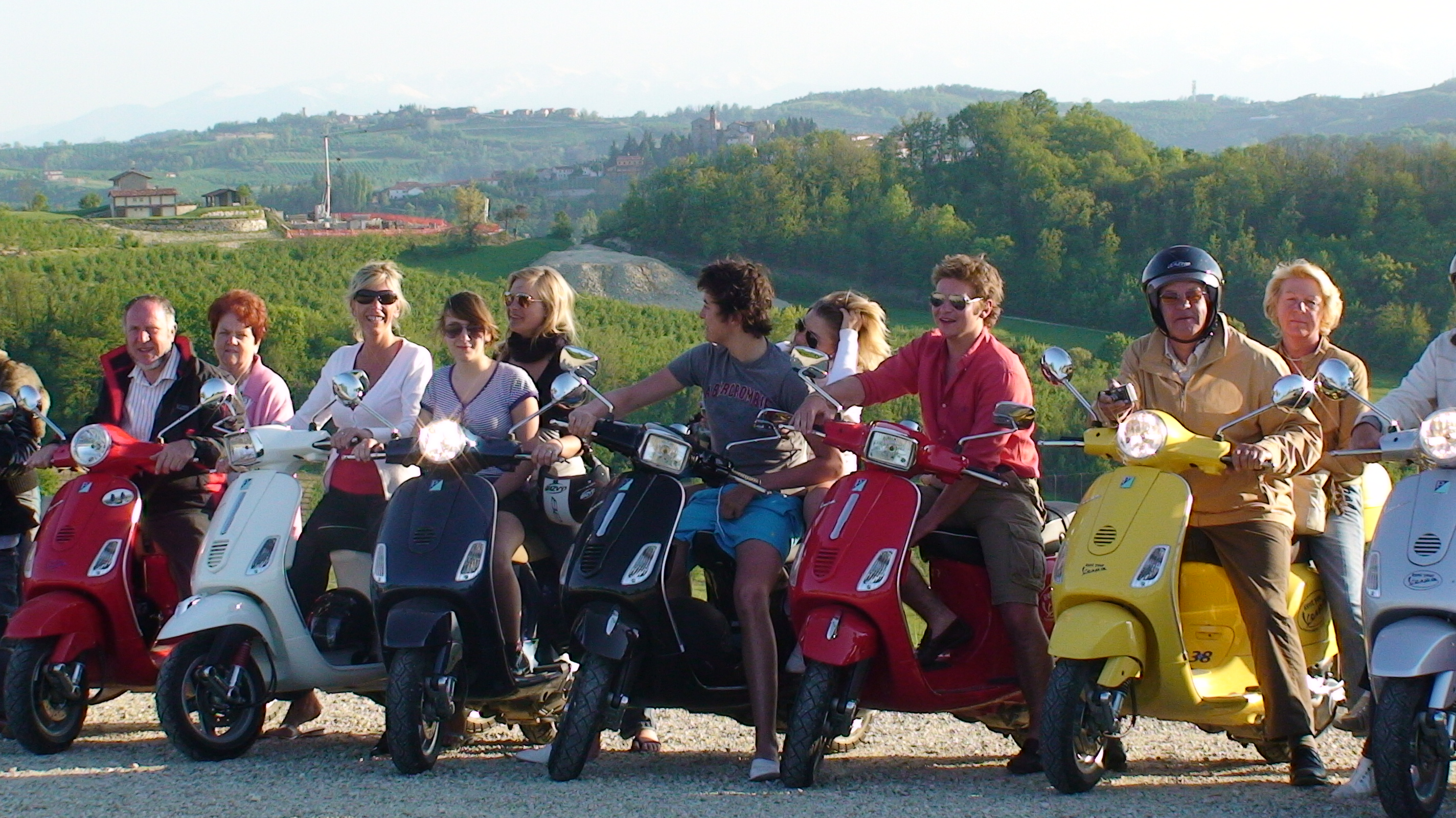 group in tour by vespa
