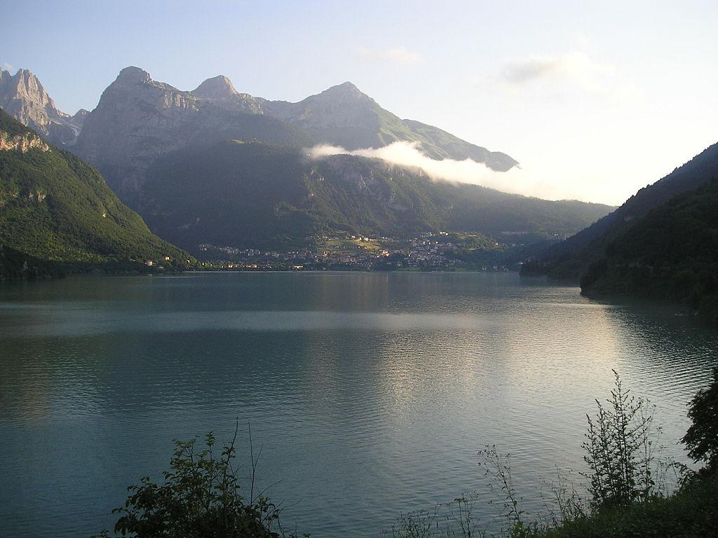 Lago_di_Molveno_By Il sottoscritto (Own work) [Public domain or Public domain], via Wikimedia Common