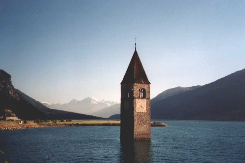 Reschensee_Public Domain, httpscommons.wikimedia.orgwindex.phpcurid=2456514