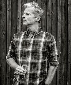 Mikkel Jønsson, forfatter til chick-lit romanen Udspring, medejer af Bloody Amateurs