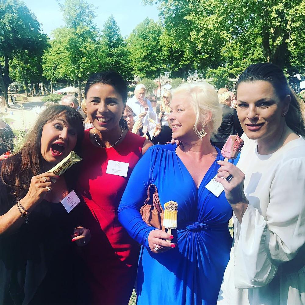 Helle Ørskov, Jane Lodal, Hannah Lund, Mette Bohnstedt. Og nogle is