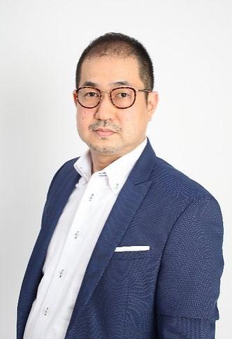 新宅康弘_edited.jpg