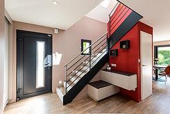 Port d'entrée et escalier