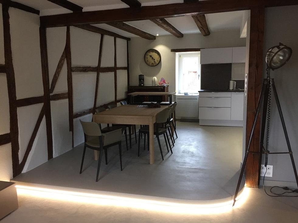 Renovation/Duplex/Colombage/Architecte d'interieur/java decorateurs/Tendance/Habitat/Beton cire/Poêle a bois/Eclairage/Table en bois/Vintage