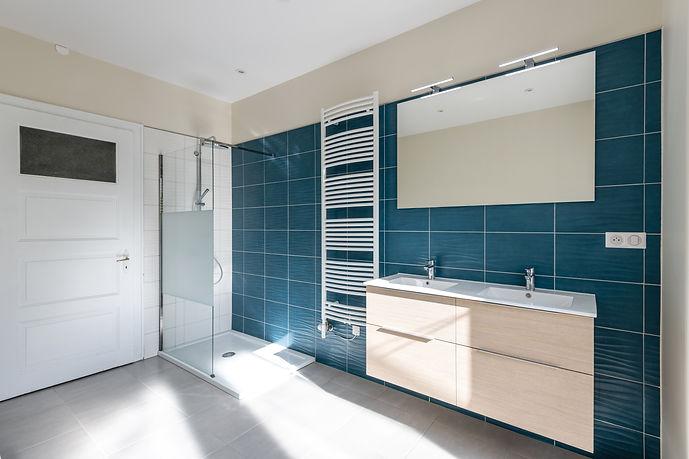 renovatoin-salle-de-bain-sur-mesure-carelage-java-architecte-decorateur-d'interieur-haut-rhin