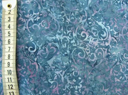 Blå bund med lilla og lysere blå mønster - bali