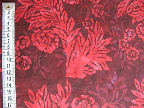 Mørk rød bund m. rød blomsteragtig mønster - bali