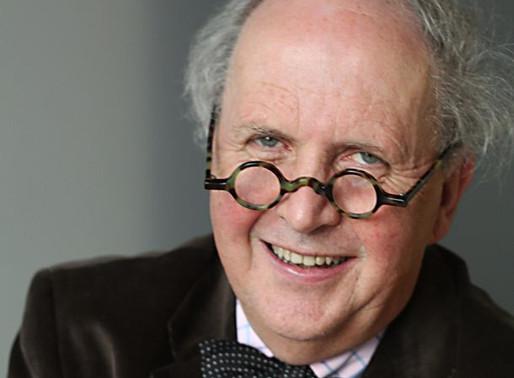 Escritor de 60 livros publicados mundialmente dá conselhos aos novos autores em entrevista