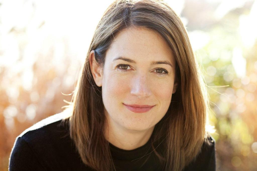 """11º) Gillian Flynn  Ganhos: US$ 13 milhões (empatado)  Principais obras: """"Garota Exemplar"""", """"Lugares Escuros"""" – Editora Intrínseca"""