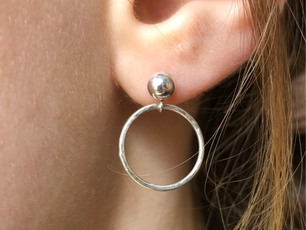 EARRING BUTTON.png