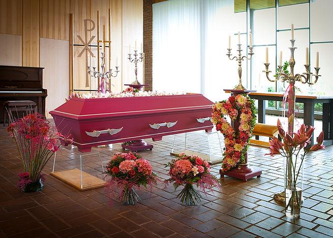 rosa begravningskista.jpg