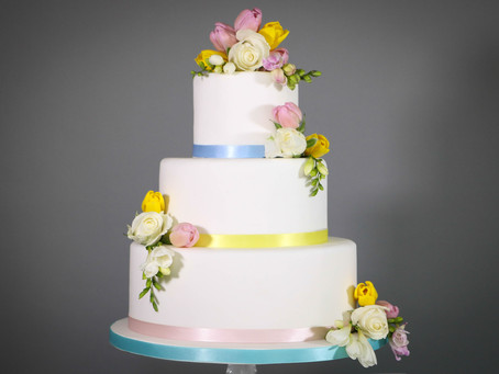 DIY wedding cake: Spring flowers