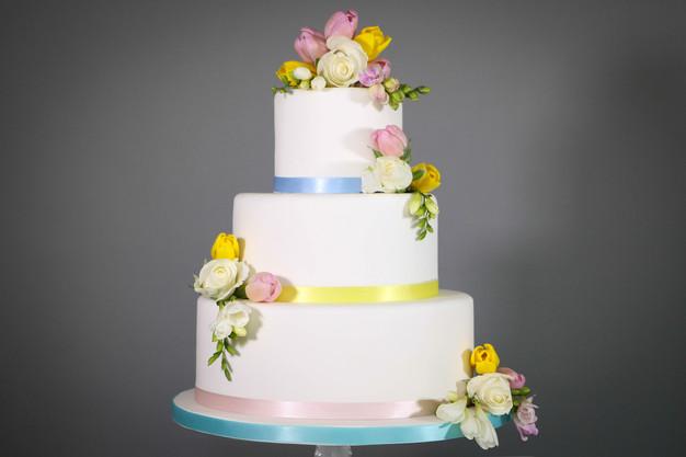 DIY wedding cake: Spring flowers | thedandelionbakery