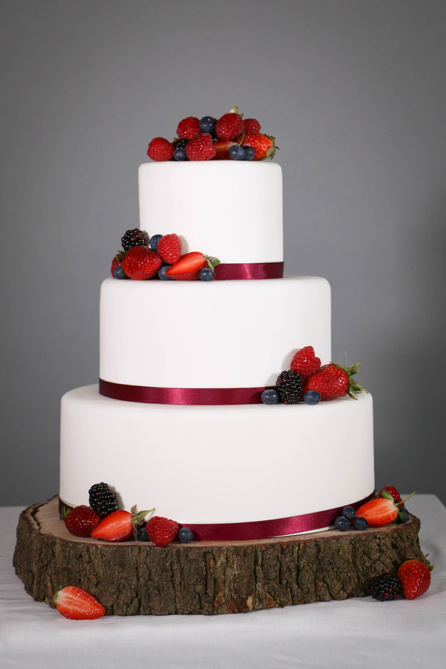 Diy wedding cake beautiful berries thedandelionbakery so what else do you need to know about the diy wedding cake at the dandelion bakery we use the finest quality ingredients and we do not mass produce solutioingenieria Choice Image
