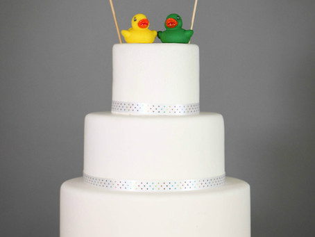 DIY Wedding cake: Funfair brights and rubber ducks