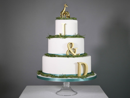 DIY wedding cake: Gold, green and you