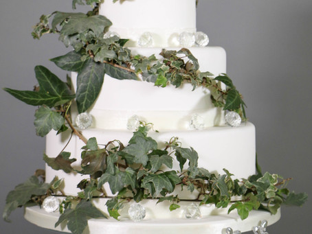 DIY wedding cake: Ivy and ice