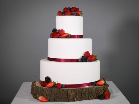 DIY wedding cake: Beautiful berries
