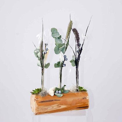 Trockenblumenauf Holzstamm natur