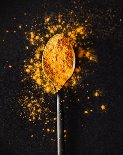 curcuma powder on tablespoon spice