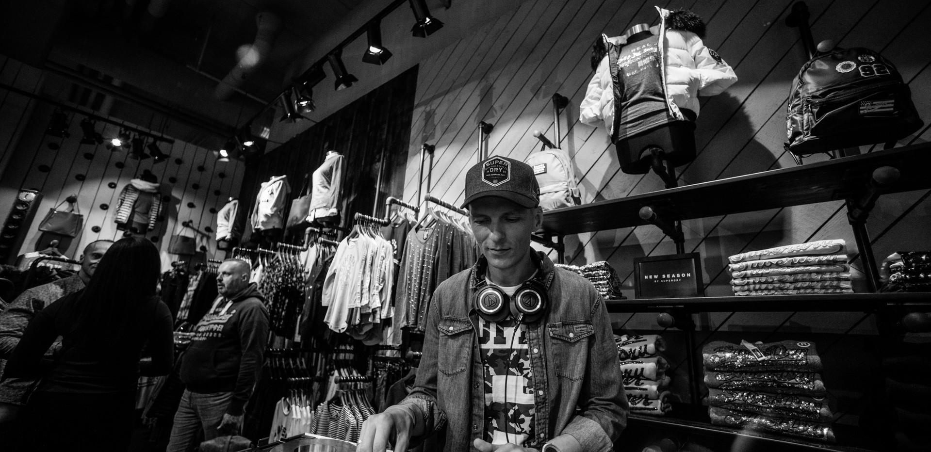 DJ JuoKaz paslaugos - Superdry parduotuv