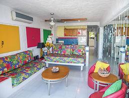 condo 402 livingroom.jpg