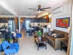 condo 603 livingroom.jpg