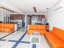 condo 403 livingroom.jpg