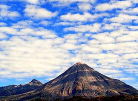 Volcanes bajo algodon_edited.jpg
