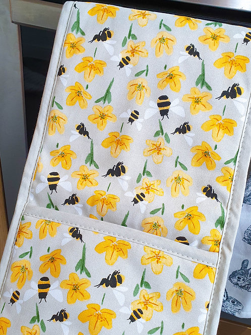 Buttercups & Bee's Double Oven Glove