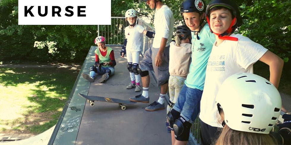 Anfänger Skateboard Kurs auf der Half-Pipe mit Ali