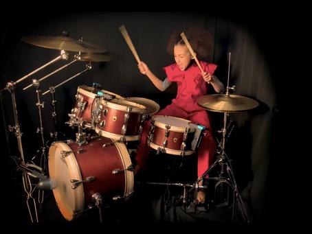 10-åring knuser på trommer