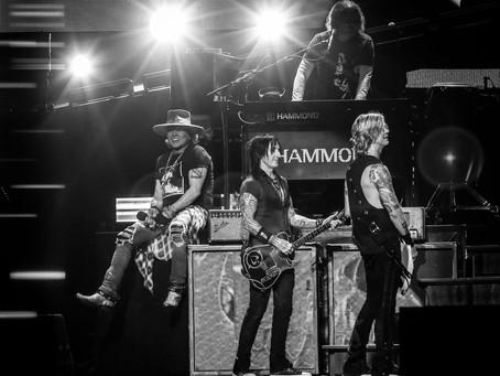 Guns N' Roses overrasker