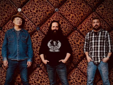 Dream Theater-gitarist lanserer whiskey