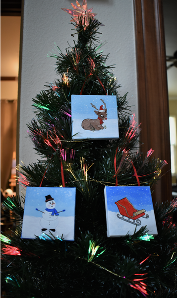 Tree with ornaments.png