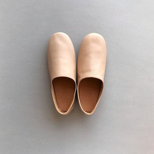 Leather room shoes / natural