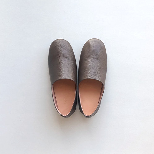 Leather room shoes / dark brown