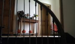 Détail de décoration, sculpture et plantes