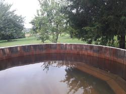 bain japonais pour se relaxer au milieu du verger