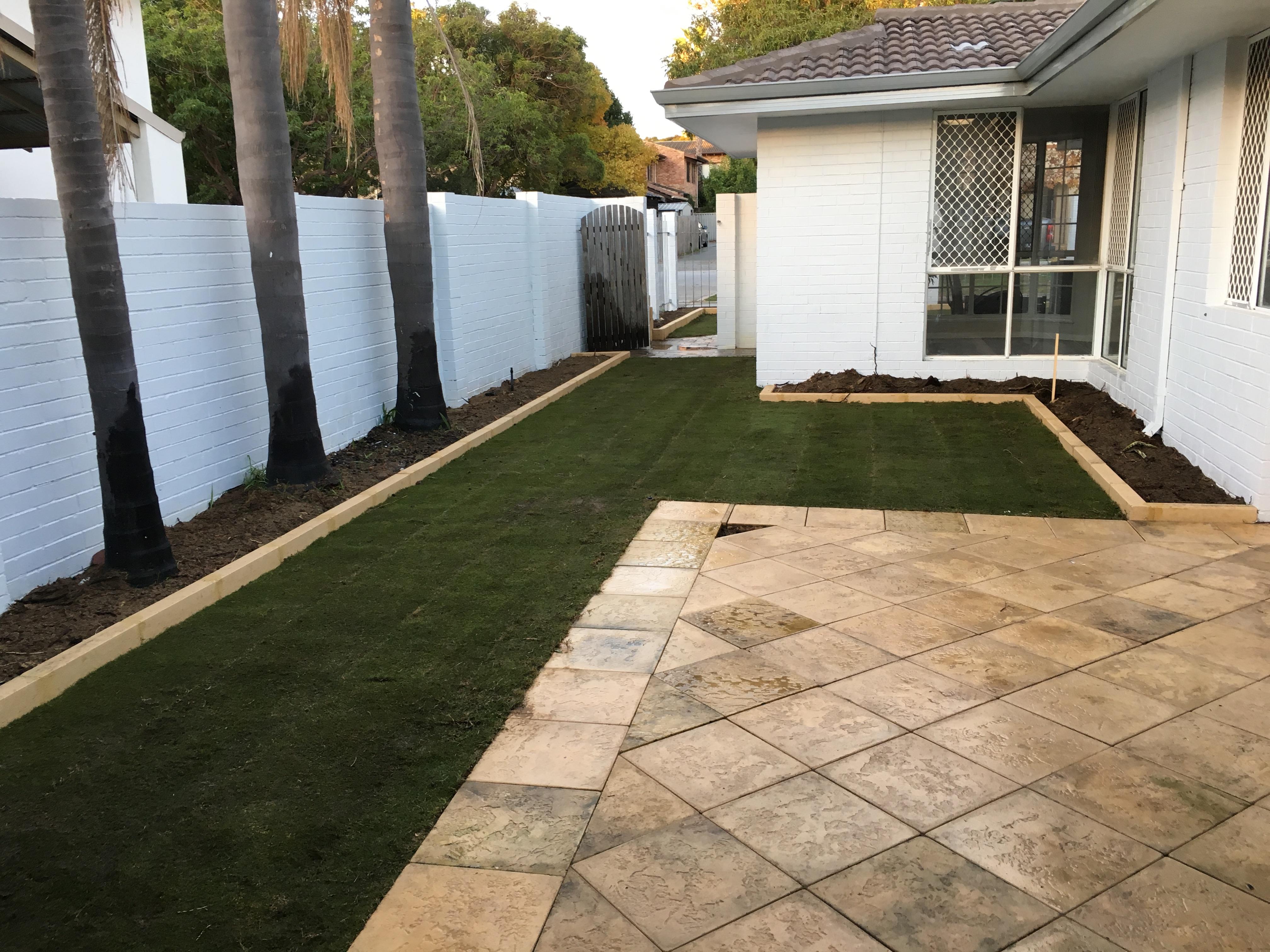 lawn/limestone/paving