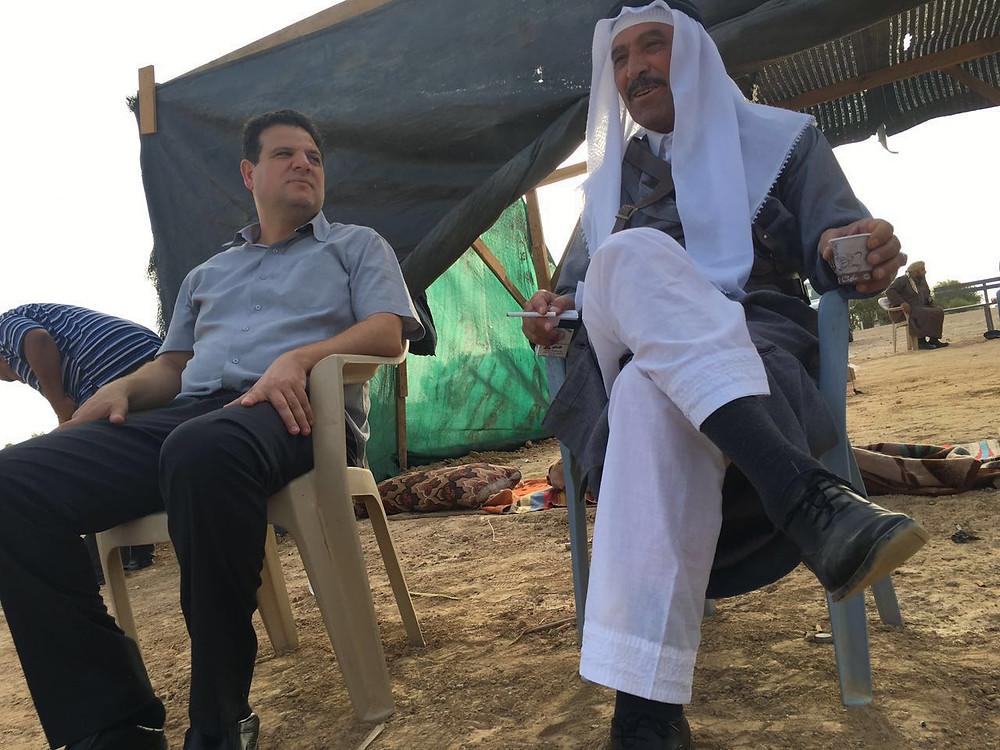 عودة يبيت في العراقيب ويطرح قضيتها على رئيس الحكومة نتنياهو